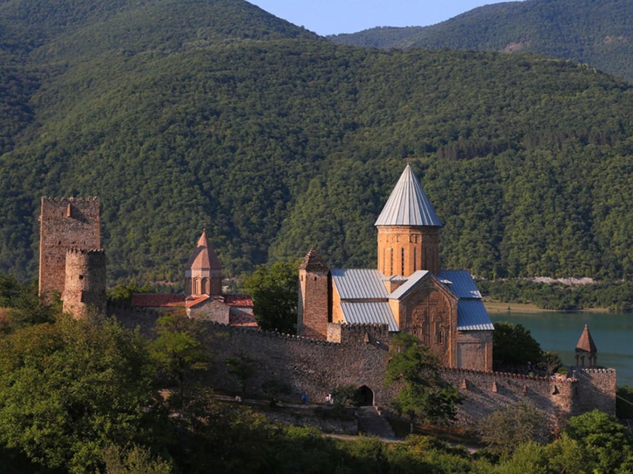 Грузинский монастырь фото